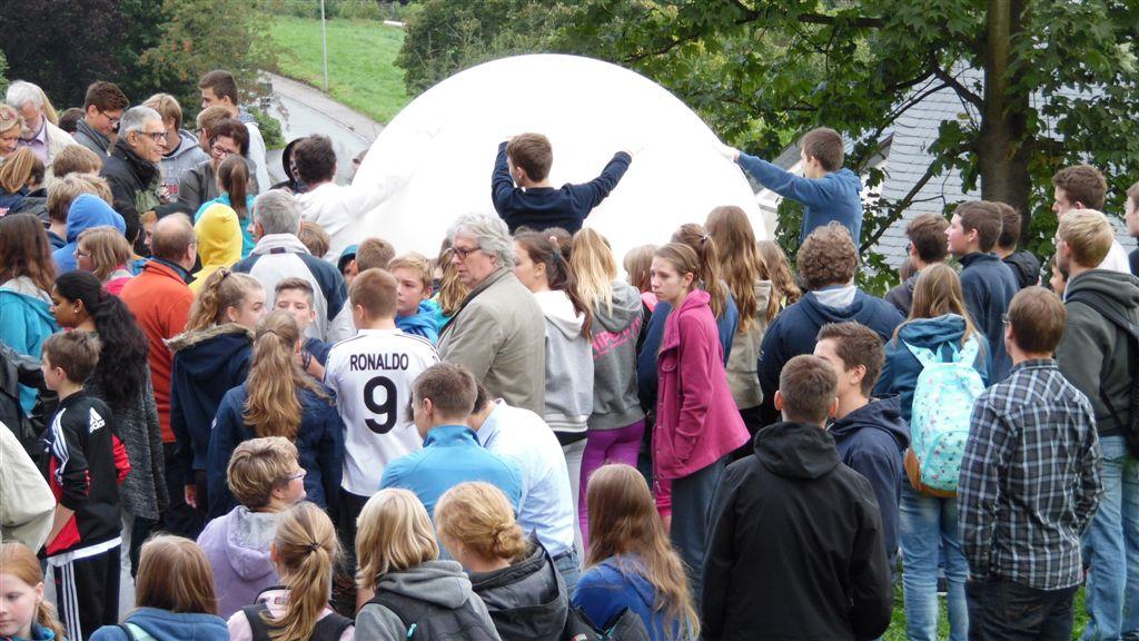 Bürgerstiftung Meschede hat erfolgreich Stratosphärenballon gestartet